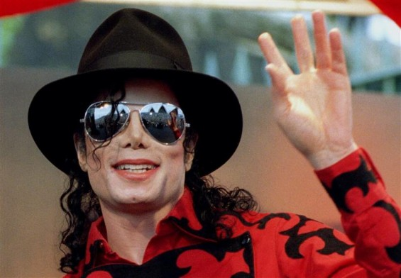 Michael Jackson waves to the crowd, numbering a few thousand, gathered in front of the Sydney Opera House in this November 17, 1996 file photo.