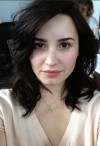 Demi Lovato tweeted a photo of herself without makeup to all her more than 12 million followers, inspiring them to show their natural looks.