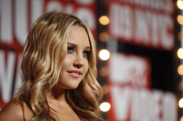 Actress Amanda Bynes arrives at the 2009 MTV Video Music Awards in New York, September 13, 2009.