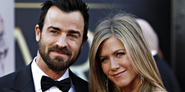 Jennifer Aniston & Justin Theroux Reunite in New York City & Enjoy a Romantic Date Night