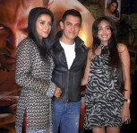 File ohoto of Bollywood actors Asin, Aamir Khan and Jiah Khan (L-R) posing at a party for their movie Ghajini in Mumbai December 30, 2008.
