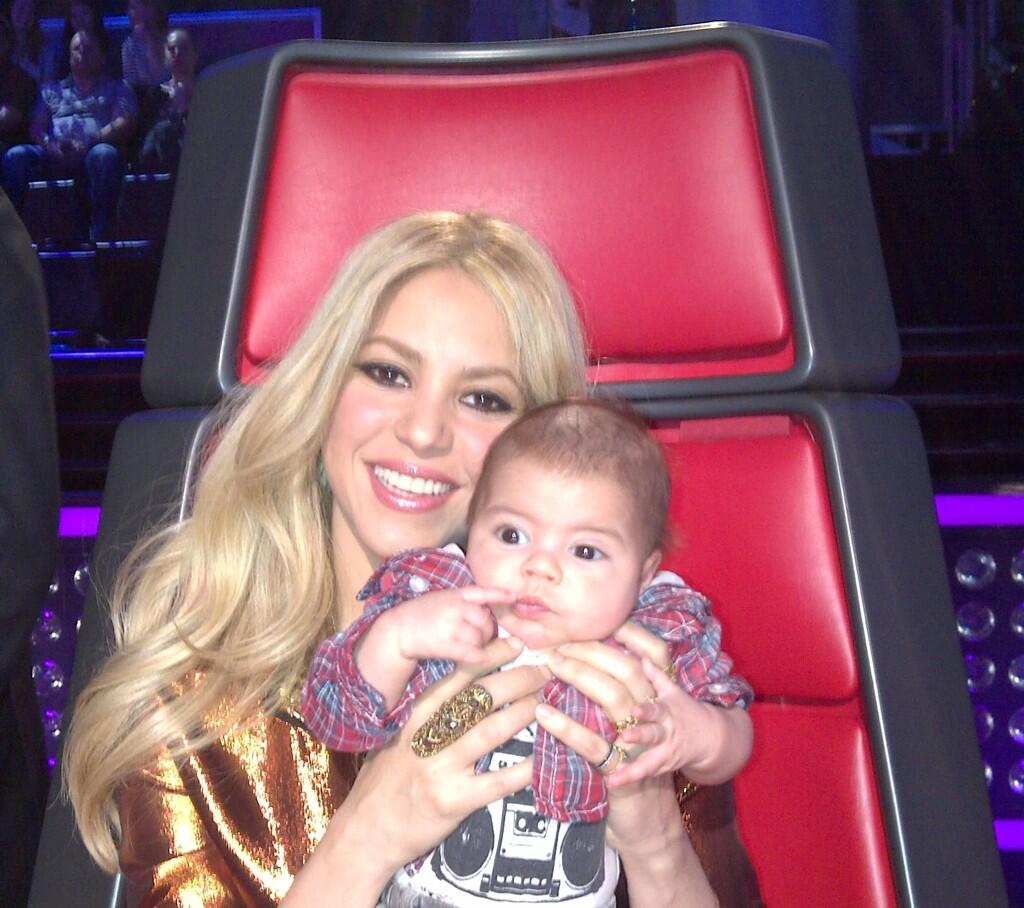 Shakira  amp Baby Milan on  The Shakira Baby Bump On The Voice