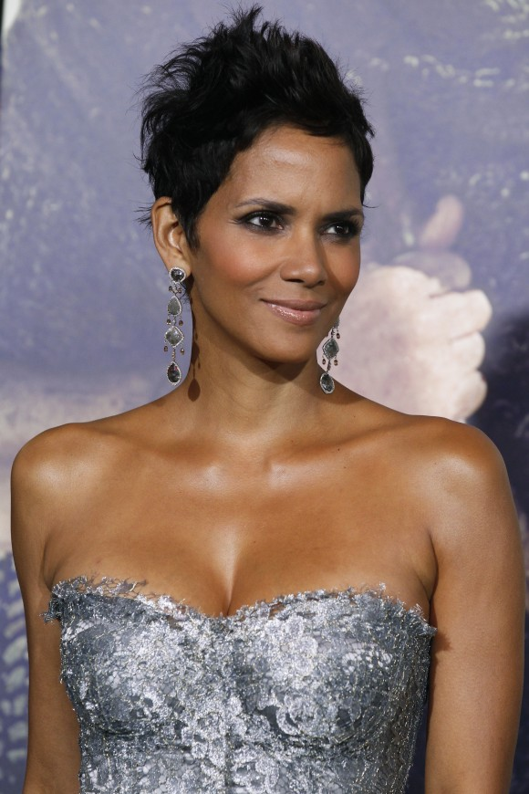 Halle Berry Pregnant & Baby Bump PHOTOS: Due Date Soon as Actress ... Halle Berry