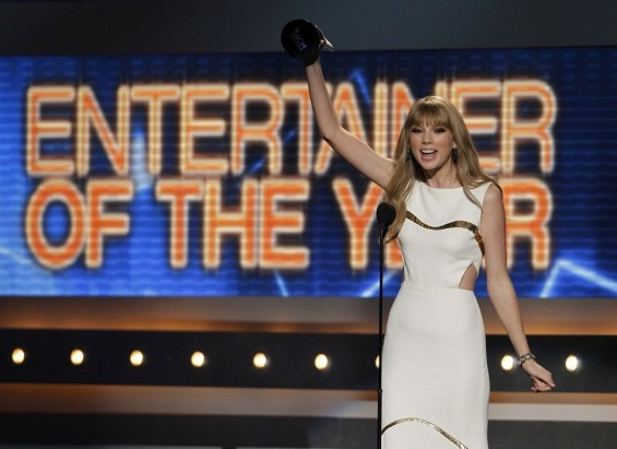 Photo Credit: Steve Marcus/Reuters - Taylor Swift accepts the award for entertainer of the year at the 47th annual Academy of Country Music Awards in Las Vegas, Nevada, April 1, 2012.