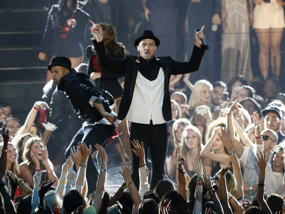 Singer Justin Timberlake performs during the 2013 MTV Video Music Awards in New York August 25, 2013.