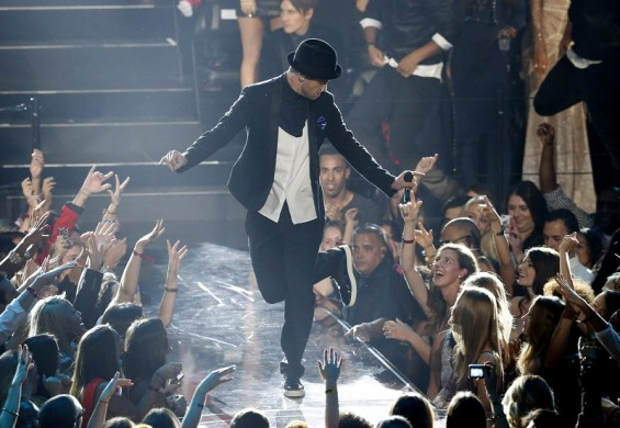 "Justin Timberlake performs ""Cry Me A River"" during the 2013 MTV Video Music Awards in New York August 25, 2013."