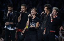 One Direction present the award for best pop video performance during the 2013 MTV Video Music Awards in New York August 25, 2013.