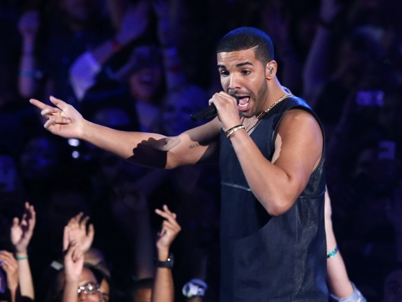 "Drake performs ""Hold On, We're Going Home"" during the 2013 MTV Video Music Awards in New York August 25, 2013."