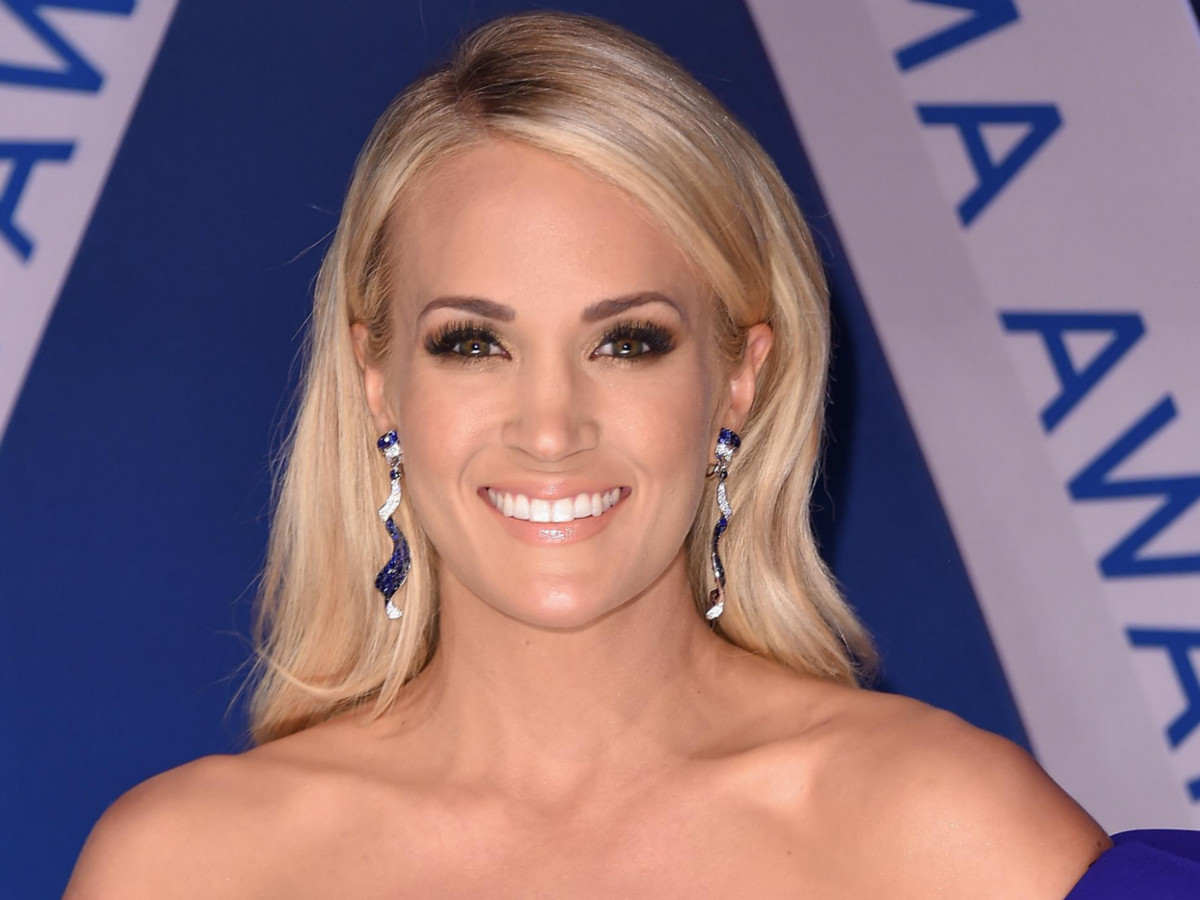 Carrie Underwood releases her new single Cry Pretty