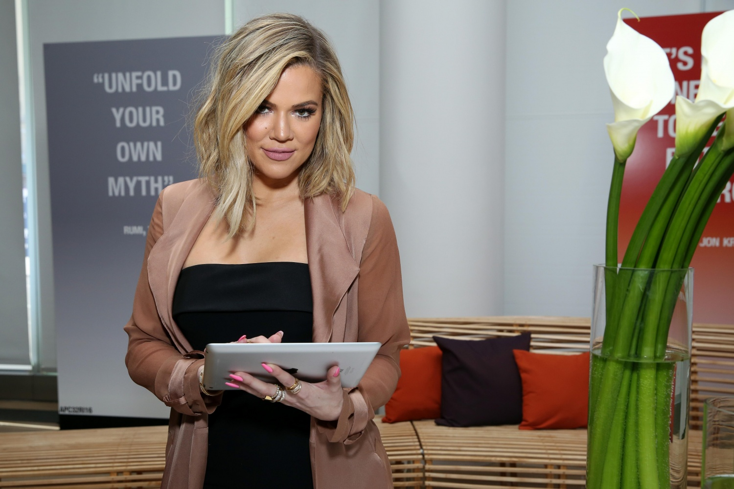 Khloe Kardashian gives birth to baby girl