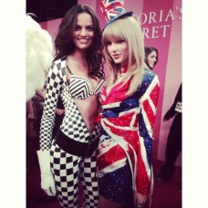 Barbara Fialho with Taylor Swift