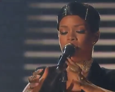 Rihanna Performs 'Diamonds' at 2013 AMAs