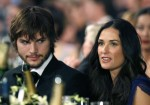 Actor Ashton Kutcher (L) sits with wife actress Demi Moore (R) at the 13th Annual Screen Actors Guild Awards in Los Angeles January 28, 2007.