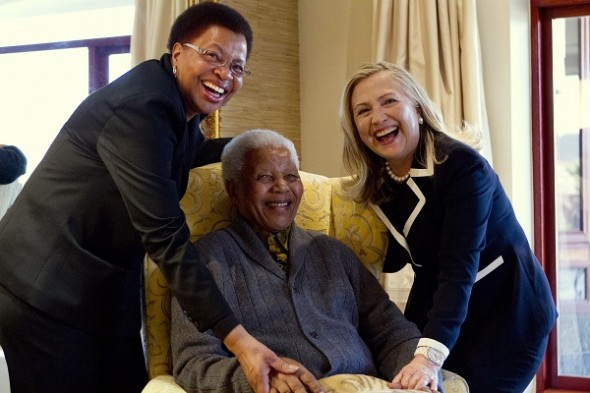hillary-clinton-with-nelson-mandela-and-his-wife-graca-machel