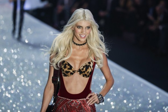 devon-windso-at-the-2013-victorias-secret-fashion-show