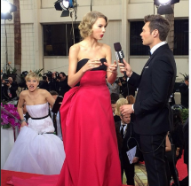 Jennifer Lawrence photobombs Taylor Swift at Golden Globes 2014