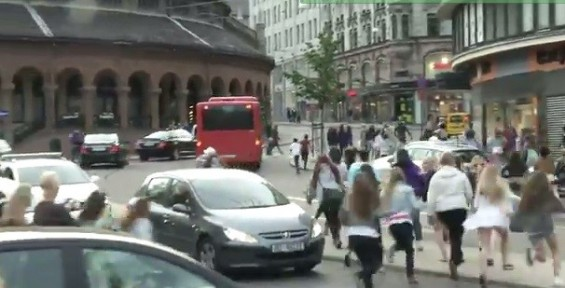 Justin Bieber Fans Mob Oslo Streets