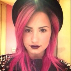 Demi Lovato New Hot Pink Hair Color