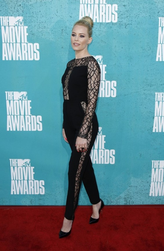 Actress Elizabeth Banks arrives at the 2012 MTV Movie Awards in Los Angeles, June 3, 2012.