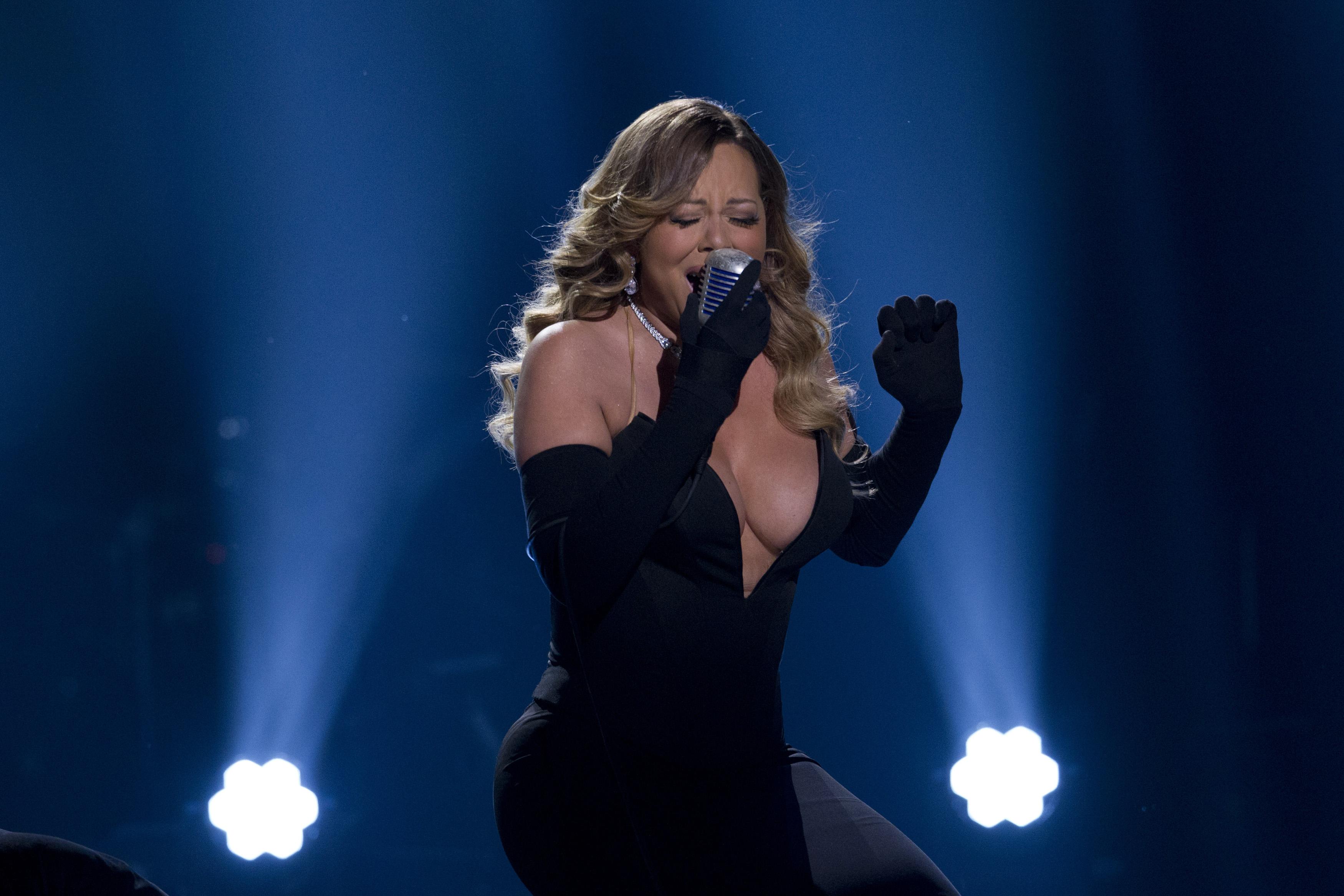 Mariah Carey Cleavage: 12 Instagram Photos That Show Off Her ... Mariah Carey