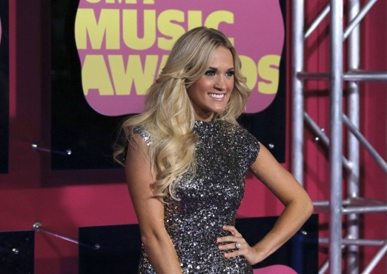 Singer Carrie Underwood arrives at the 2012 CMT Music Awards in Nashville, Tennessee June 6, 2012.