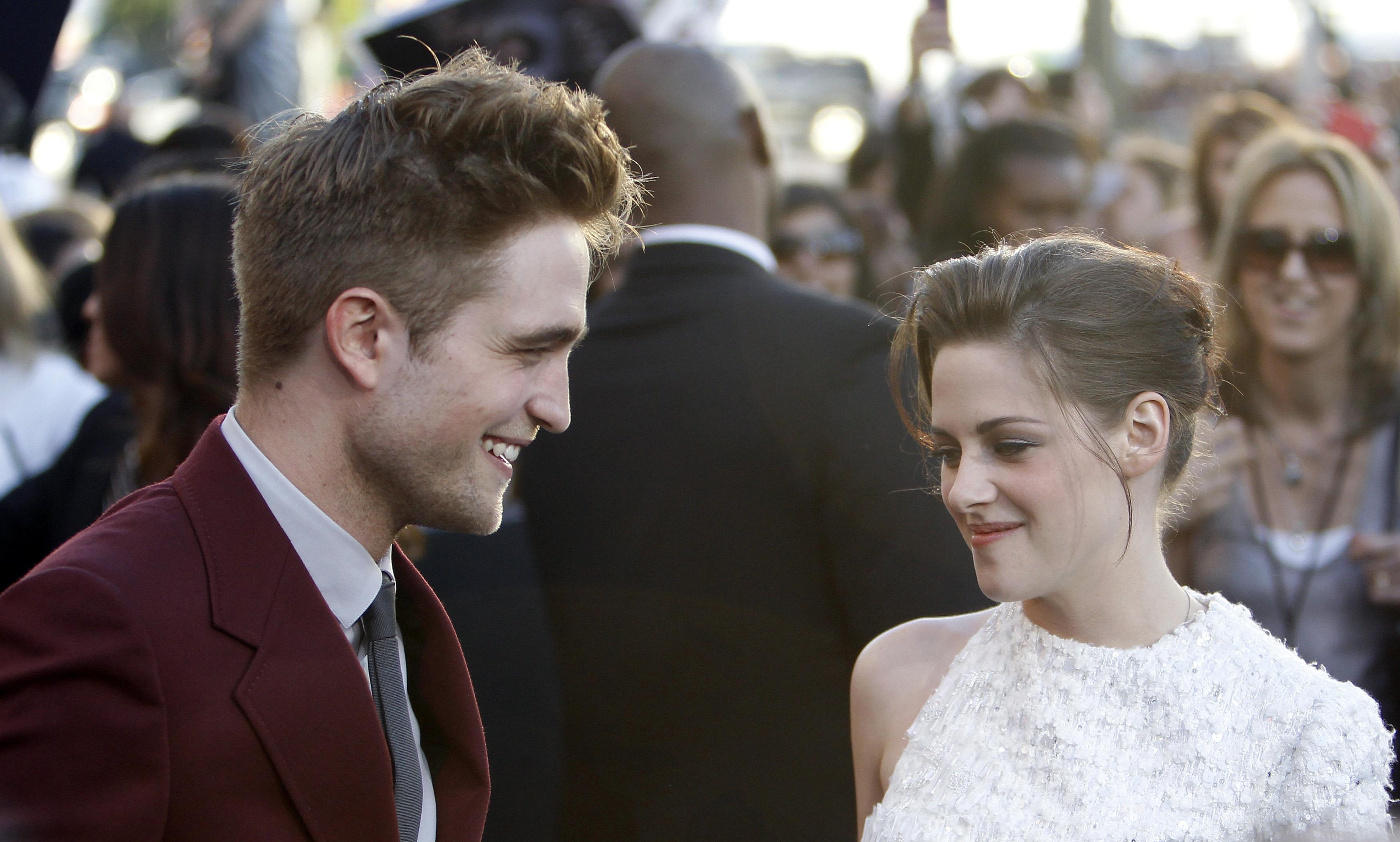 Download this Robert Pattinson And Kristen Stewart picture