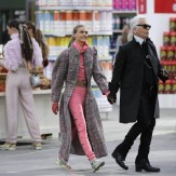 German designer Karl Lagerfeld (R) and model Cara Delevingne