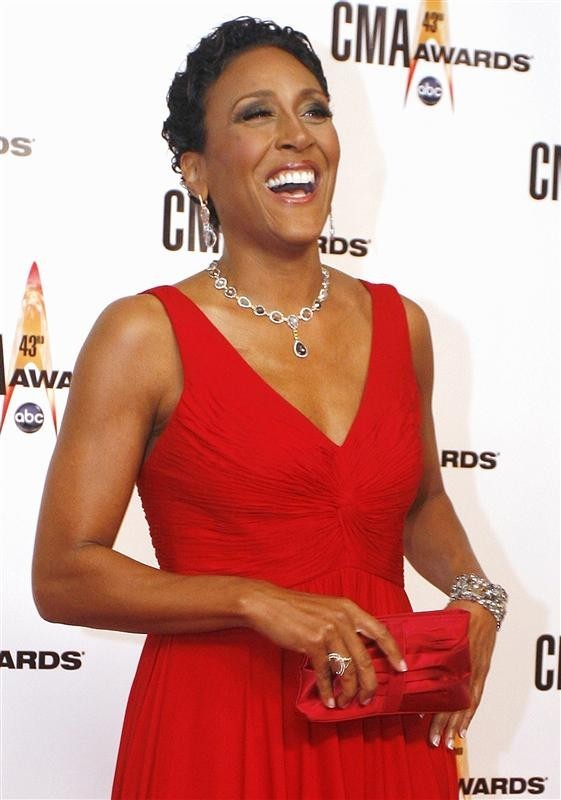 ABC newscaster Robin Roberts arrives at the 43rd annual Country Music Association Awards in Nashville in this file photo taken November 11, 2009.