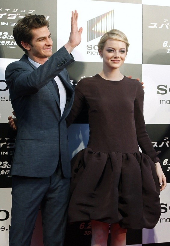 Cast member Andrew Garfield (L) and Emma Stone attend the world premiere of &#034;The Amazing Spider-Man&#034; in Tokyo June 13, 2012.