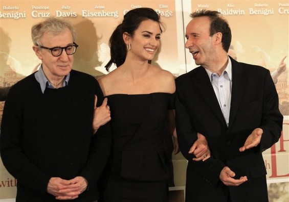 "U.S. director Woody Allen (L) poses with Spanish actress Penelope Cruz (C) and Italian actor Roberto Benigni during a photocall for the film"" To Rome with Love"" in Rome, April 13, 2012."
