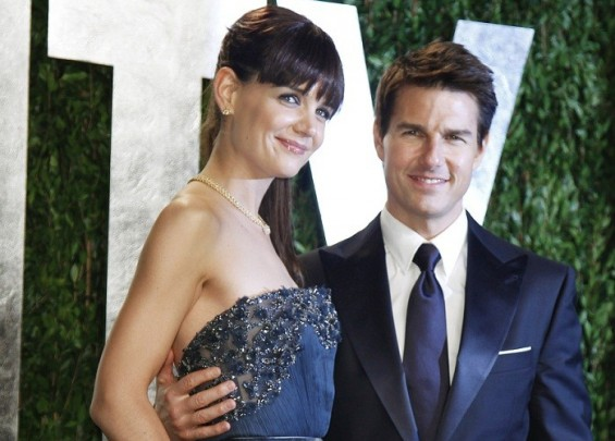 Actor Tom Cruise and his wife, actress Katie Holmes, pose as they arrive at the 2012 Vanity Fair Oscar party in West Hollywood, California February 26, 2012.