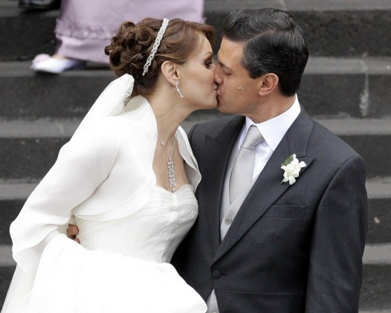 Newly elected President Enrique Pena Nieto kisses his wife Mexican actress Angelica Rivera after getting married at the Metropolitan Cathedral in Toluca near Mexico City November 27, 2010.
