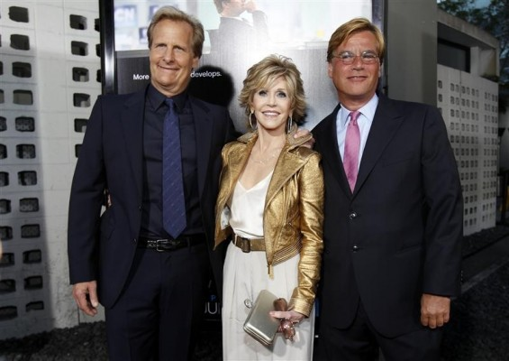 "Creator and executive producer Aaron Sorkin (R) poses with cast members Jane Fonda and Jeff Daniels at the premiere of the HBO television series ""The Newsroom"" at the Cinerama Dome in Los Angeles, California June 20, 2012."