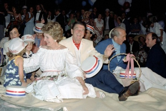 Ronald Reagan and Nancy Reagan, with Earle Jorgensen, Caroline Deaver and Mike Deaver, watch the fireworks at the July 4th Independence Day Picnic on the South Lawn of the White House. 7/4/81.