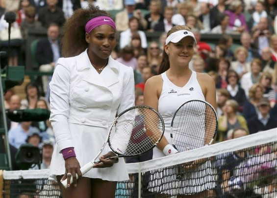 Agnieszka Radwanska of Poland (R) and Serena Williams of the U.S. pose for a photograph before their womens' final tennis match at the Wimbledon tennis chamionships in London July 7, 2012.