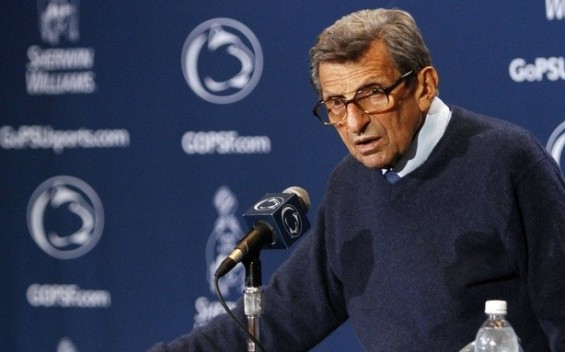 Joe Paterno At A Press Conference Well Before His Death