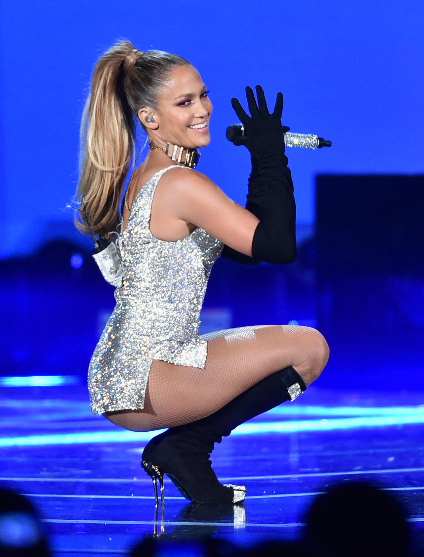 Jennifer Lopez perform... Jennifer Lopez