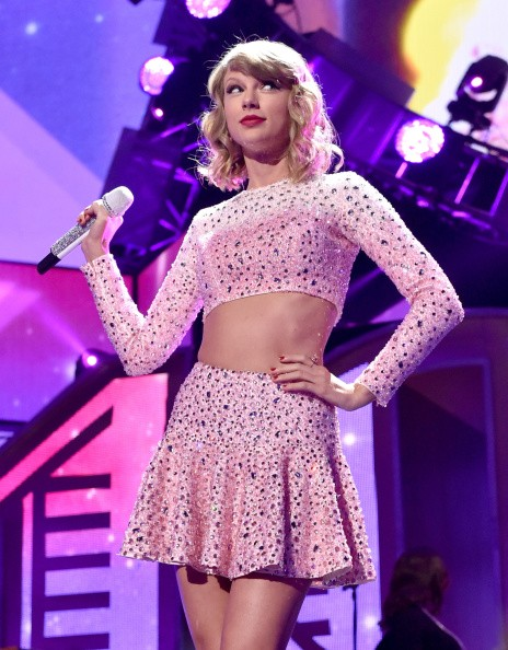 Taylor swift nude photo scandal topless image of the shake it off
