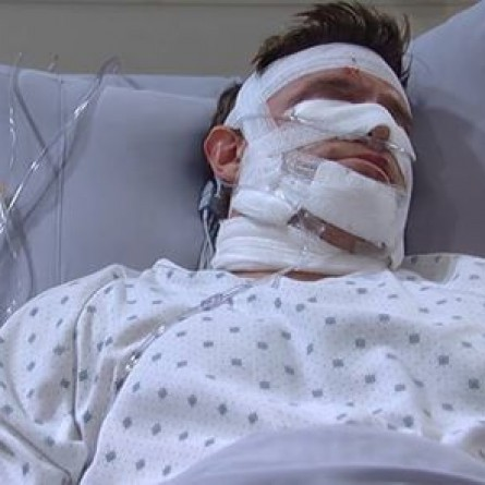 Sam stumbles into Jason's room on the October 2, 2014 episode of 'General Hospital'