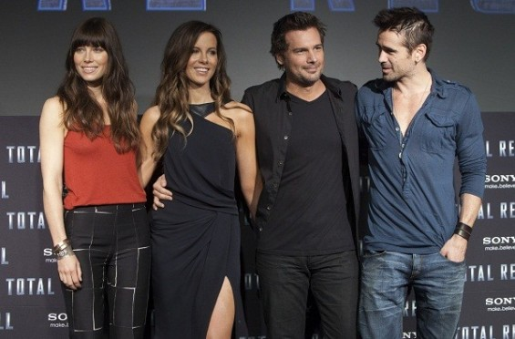 "U.S. actress Jessica Biel (L-R), English actress Kate Beckinsale, director Len Wiseman and Irish actor Colin Farrell pose during the launch of their film ""Total Recall"" in Cancun April 17, 2012."