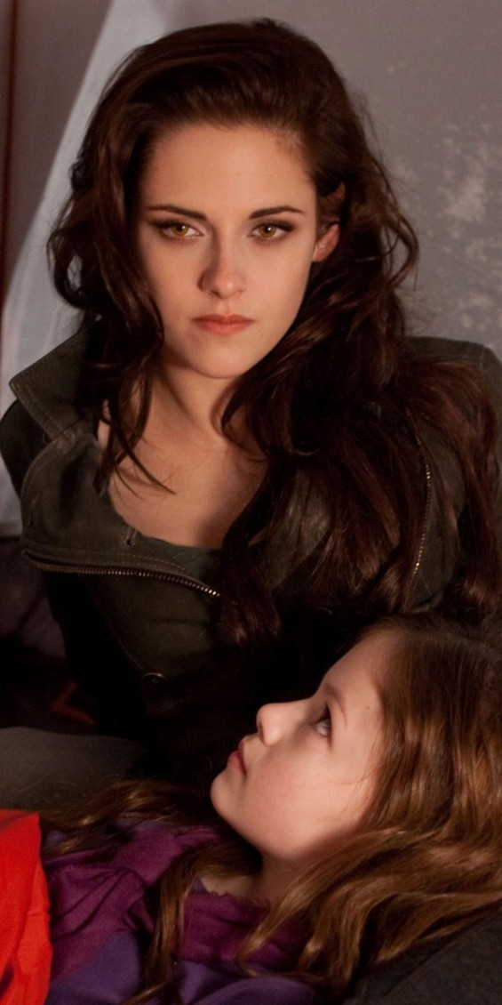 KRISTEN STEWART and MACKENZIE FOY