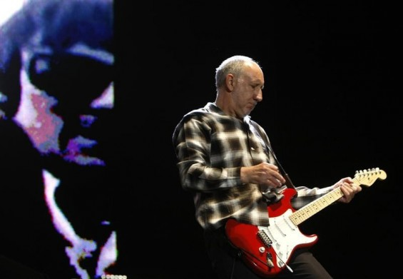 Pete Townshend of The Who perform on stage after the F1 Australian Grand Prix in Melbourne March 29, 2009.
