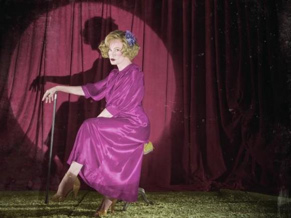 Jessica lange as elsa mars in american horror story freak show