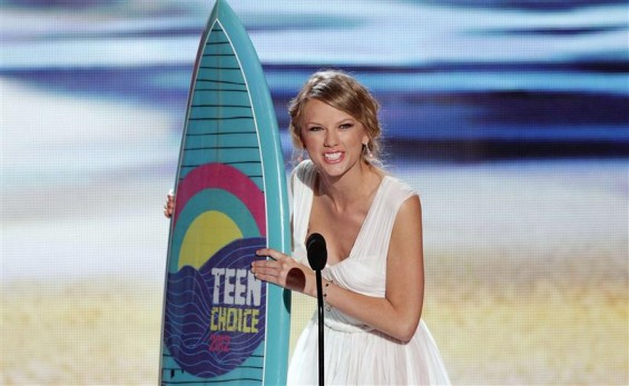Singer Taylor Swift accepts the Choice Female Artist Award at the 2012 Teen Choice Awards at the Gibson Amphitheatre in Universal City, California July 22, 2012. 