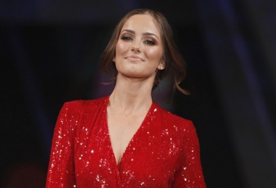 Model Minka Kelly presents a dress by designer Diane Von Furstenberg for the Heart Truth&#039;s Red Dress Fashion Show in New York, February 8, 2012. Awareness of heart disease, the leading killer of U.S. 