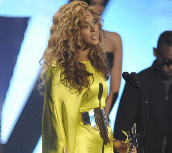 "Beyonce ""put the diamond to the ring"" at the MTV VMA's 2011 when she rubbed her belly on stage and broke the news about her pregnancy. Beyonce gave birth to her daughter with husband Jay-Z Blue Ivy Ca"