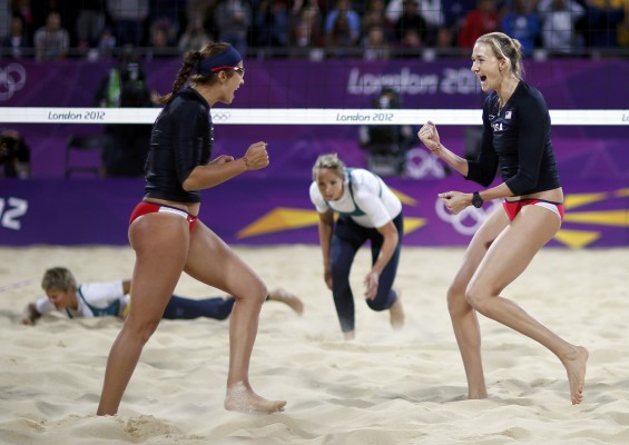 Kerri Walsh Jennings (R) and Misty May-Treanor