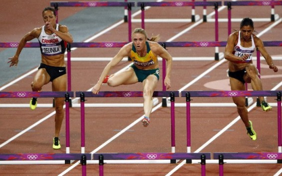 Sally Pearson takes the gold medal from Dawn Harper with only a two second lead in the women's 100-meter hurdles finals