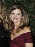 Maria Shriver posing at awards show