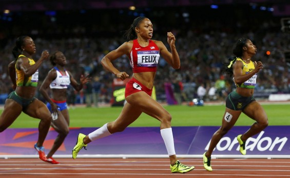 Allyson Felix of the U.S. runs between Jamaica's Veronica Campbell-Brown (L) and compatriot Shelly-Ann Fraser-Pryce (R) in the women's 200m final during the London 2012 Olympic Games at the Olympic St